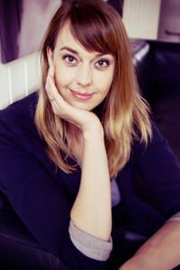 Vor ihrer Eröffnung hat sich Martina Menzel in einem Mal-Café in Berlin viele Tipps und Ratschläge geholt. Foto: von munich sedcard Hamburg