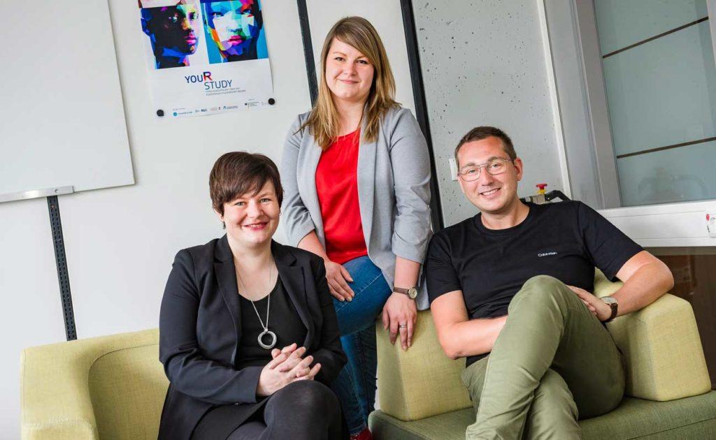 Sandra Aßmann, Katharina Mojescik und Mario Engemann (von links) vom Bochumer Institut für Erziehung Foto: © Damian Gorczany